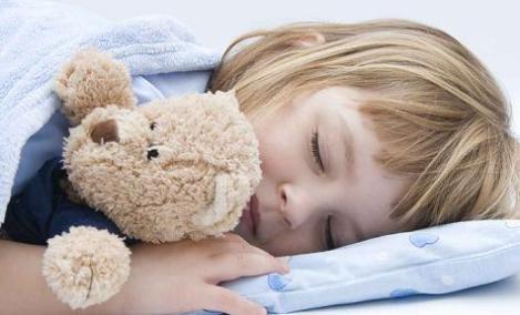ni_o_durmiendo_peluche