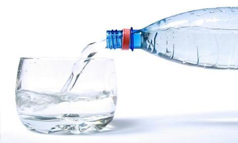 bebe-agua-durante-el-embarazo